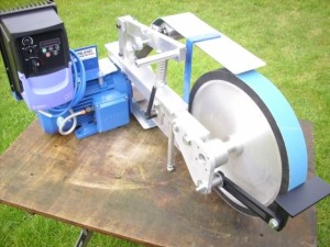 Maxigrinder fitted with the multiwheel head and 14